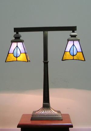 Настльная лампа PT 018