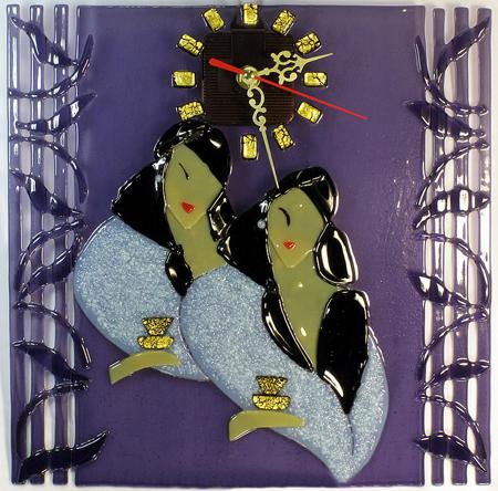 Часы настенные - Две дамы